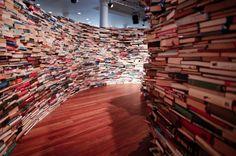 Laberinto hecho con libros