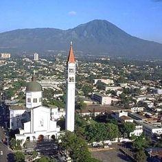 De niño, vivía muy cerca de esta iglesia. San Salvador, El Salvador