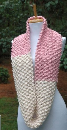 Infinity Scarf Knitting Pattern, Lace Knitting Stitches, Easy Knitting Patterns, Knitting Designs, Knitting Accessories, Crochet Fashion, Crochet Scarves, Womens Scarves, School Colors
