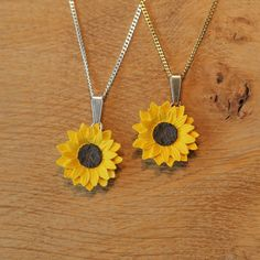 Good Intentions Sunflower Pendant Necklace ($17) ❤ liked on Polyvore featuring jewelry, necklaces, silver plated jewelry, silver plated necklace, chain necklace, chains jewelry and sunflower jewelry