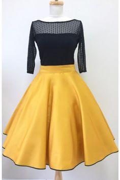 Kolová sukně hořčicová hořčicově žlutá kolová sukně spodní lem zdobený  černou krajkou kapsy v bočních švech (na přání) zapínaní na zip a  potahované ... 0f5acd00c2