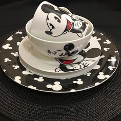 Disney Kitchen Decor, Disney Home Decor, Disney Dining, Mickey House, Mickey Mouse And Friends, Mickey Minnie Mouse, Cozinha Do Mickey Mouse, Minnie Mouse Kitchen, Casa Disney