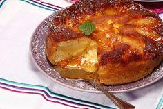 Receita de Bolo de maçã caramelizado. Descubra como cozinhar Bolo de maçã caramelizado de maneira prática e deliciosa com a Teleculinaria!