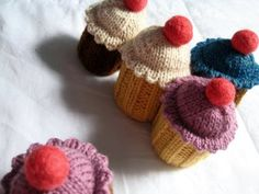 Newton's knitting: cupcake pattern