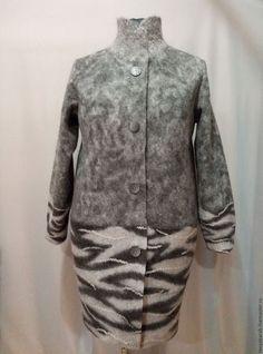 Купить или заказать Пальто - кокон ' Зебрик' войлок в интернет-магазине на Ярмарке Мастеров. Легкое демисезонное пальто из войлока, возможна пришивная подкладка. Удобное, комфортное, практичное. Пуговицы декоративны , застежка на кнопках. Лаконичный декор ,глубокие карманы, расширенный рукав и сам необычный силуэт пальто делаю его не только удобным , но и очень милым....