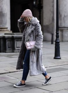 All the faux fur coat outfit inspiration you need is here! From street style to casual wear, these are the top 10 ways to make a statement with a fur coat. Winter Fashion Outfits, Fall Winter Outfits, Look Fashion, Autumn Winter Fashion, Womens Fashion, Fashion Trends, Fall Fashion, Sporty Fashion, Autumn Style