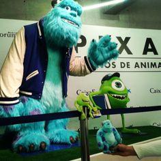 Me los he llevado a ver la exposición de #Pixar porque querían hacerse una foto con sus ídolos :p #MonstersInc #peluches #pelucheando