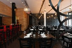 TAPEO  511, rue Villeray   Villeray / Montréal  514 495-1999 Montreal, Bel Après Midi, Great Restaurants, Restaurant Design, Places To Eat, Night Life, Chandelier, Ceiling Lights, Rue