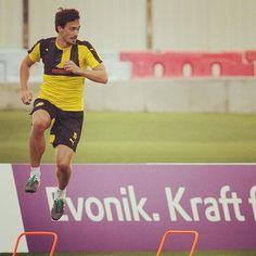 @aussenrist15 während des #BVB-Trainings in #Dubai am Mittwoch. #Hummels(Foto: www.DeFodi.de)