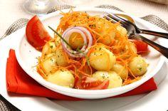 Receita de Salada de batata com molho vinagrete. Descubra como cozinhar Salada de batata com molho vinagrete de maneira prática e deliciosa com a Teleculinaria!