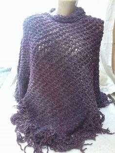 Poncho em tricô, trabalhado com fio colorato na cor ametista da Linea Italia. Poncho vai ser uma tendência no outono inverno 2015