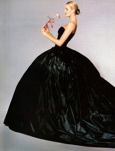 "80s-90s-supermodels:    ""Elle's Belle De Nit"", Vogue Australia, March 1995Photographer: Andrew MacPhersonModel: Elle MacPhersonMakeup: Cindy Joseph for Jean OwenHair: Charles Lord for Jean Owen"