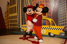 Mickey And Minnie Love, Mickey And Friends, Mickey Minnie Mouse, Disney Fun, Disney Movies, Disney Characters, Minnie Mouse Pictures, Disney Costumes, Heart For Kids