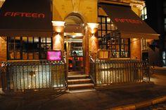 El restaurante Fifteen en #Londres es un local bastante popular gracias en gran parte a Jamie Oliver, un chef famoso por aparecer en la televisión.