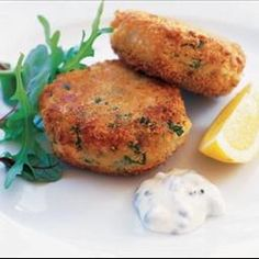 Fishcakes are a great budget choice because they make a little fish go a long way. These easy fishcakes are flavoured with lemon, spring onions and dill. Try making a batch for friends or family this weekend. Olive Recipes, Fish Recipes, Seafood Recipes, Cooking Recipes, Vegetarian Recipes, Recipies, Curry Recipes, South African Dishes, South African Recipes