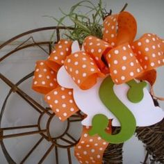 Whimsy meets industrial with this DIY My Spring rustic wreath project. Spring Projects, Spring Crafts, Diy Projects, Picture Frame Wreath, Some Cards, My Spring, Flower Seeds, Textured Walls, Wreaths