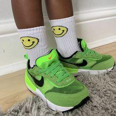Baby Sneakers, Air Max Sneakers, Sneakers Nike, Nike Waffle, Baby Feet, Nike Air Max, Socks, Neon, Running