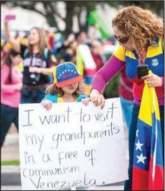 Venezolanos De Houston Salen A Las Calles La comunidad inmigrante de venezolanos residents en la ciudad de Houston, han salido a las calles a protestar por las represiones y ola de violencia que se esta viviendo por estos dias en Venezuela y que ha dejado un saldo de muertos y heridos, apoyando de esta forma al movimiento estudiantil que ha salido a las calles de su pais.