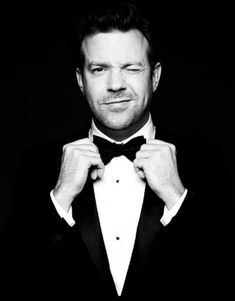 I've never really realized how handsome Jason Sudeikis is until seeing this photo and so so funny! Beautiful Boys, Beautiful People, Hello Beautiful, Jason Sudeikis, Before Wedding, Raining Men, Celebs, Celebrities, Madame