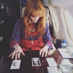 Florence Welch She has the wild unknown tarot set. Kari Jobe, Pentatonix, Florence The Machines, Amazing Women, Style Icons, Beautiful People, Ideias Fashion, Style Inspiration, Celebrities