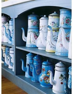 Kitchen of the Month: House Beautiful Magazine ©Gridley + Graves Photogrpahy. French Country Kitchen on Nantucket. The Art of Display: French Metal Teapots and Coffepots Vintage Enamelware, Enamel Teapot, Enamel Ware, Color Celeste, Blue Cabinets, Chocolate Pots, Deco Table, Vintage Kitchen, Vintage Dishes