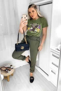 Green Shirt Outfits, Casual Looks, Style Inspiration, Poses, Chic, Stylish, Womens Fashion, How To Wear, Shirts