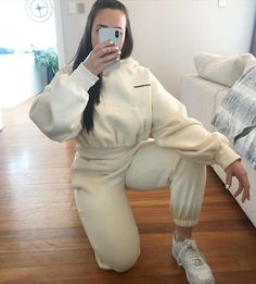 Matching crop hoodie and joggers Cropped Hoodie, White Jeans, Joggers, Hoodies, Pants, Fashion, Trouser Pants, Moda, Runners