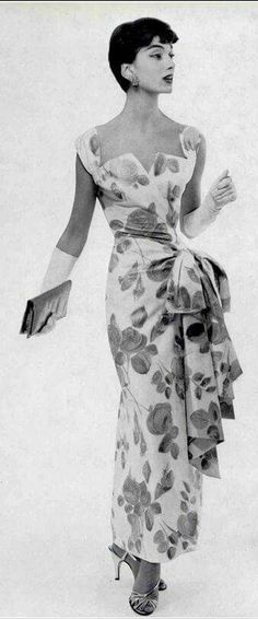Retro Fashion Marie-Hélène in cotton floral print evening dress by Jacques Griffe, photo by Guy Arsac by krystal Moda Vintage, Vintage Mode, Vintage Style, 1950s Style, 50s Vintage, Vintage Art, Vintage Photos, Fifties Fashion, Retro Fashion