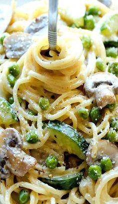 One Pot Zucchini mushroom & pea pasta