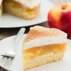 Apfeltorte mit Sahne und Zimt | Backen macht glücklich Stewed Apples Recipe, Puding Cake, Pudding Desserts, Fall Baking, Cream Cake, Mini Cakes, Apple Recipes, Cake Cookies, Cupcakes