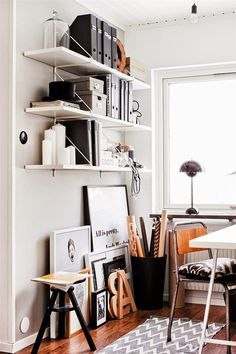 Love the generous open space under the shelves to lean empty frames (or framed art) against...
