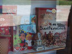 Escaparate de librería para niños Pamplona, Cover, Books, Art, Shop Displays, Art Background, Libros, Book, Kunst
