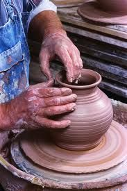 Pottery Classes Remember that the happiest people are not those getting more, but those giving more. Image: Potters Wheel from Ozarks Throwing Clay, Wheel Throwing, Ceramic Pottery, Ceramic Art, The Potter's Hand, Christian Homemaking, Play Clay, Ceramic Techniques, Pottery Classes