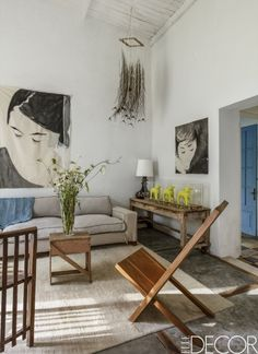 An artist and an art dealer reshape a roadside ruin in the countryside of Uruguay into their dream home and workplace.