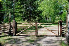 Grind på baksida Garden Fencing, Fence, Cattle Gate, Driveway Gate, Forest House, Garden Cottage, Natural Garden, Pergola, Gazebo