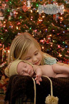 www.portrayablephotography.com/blog #christmas #newborn