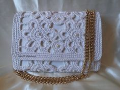 Pochette - tutorial passo passo per realizzarla - Crochet pochette Free Crochet Bag, Crochet Shell Stitch, Crochet Tote, Crochet Handbags, Crochet Purses, Love Crochet, Filet Crochet, Crochet Classes, Crochet Videos