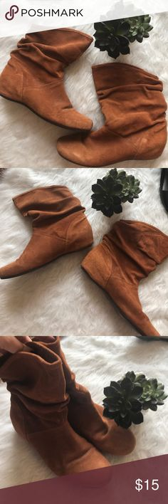 Steve Madden brown tan flat slouch ankle boots Steve Madden brown tan flat slouch ankle boots. Some wear and marking to front and sides. Super cute for Fall 🍁🍂 Steve Madden Shoes Ankle Boots & Booties