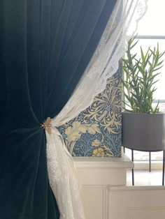 William Morris Wallpaper, Morris Wallpapers, Wallpaper Lounge, Home Bedroom, Bedrooms, Lounge Curtains, Living Rooms, Living Room Decor, Curtain Inspiration