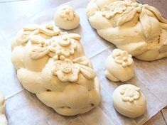 Decorating Challah For Special Occasions - creative jewish mom Challah Rolls, Good Shabbos, Bread Shaping, Jewish Recipes, Israeli Recipes, Bread Art, Baking Items, Artisan Bread, Holiday Recipes