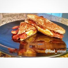 Eggs w/ Bacon & cheese breakfast sandwich !!!