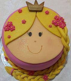 Fofura de bolo da @karenpirola que cantamos parabéns para a Maria Fernanda na quinta-feira! Fiquei tão encantada com ele! A @karenpirola é um talento! E faz bolos lindíssimos de vários  temas! . #rapunzel #princesarapunzel #festarapunzel #bolodecorado #cakeart #cakedesign #capixaba #vilavelha #vix #praiadacosta #festaprincesa #instacake #instaparty #festapersonalizada #maedemenina #princesas