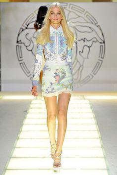 Versace almost had her own words drowned out by the ovation that followed her offstage. Description from andreajanke-accessory.blogspot.com. I searched for this on bing.com/images