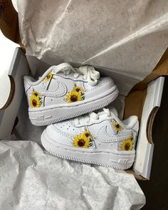 Cute Baby Shoes, Cute Baby Girl Outfits, Baby Girl Shoes, Cute Outfits For Kids, Baby Outfits Newborn, Cute Baby Clothes, Outfits Niños, Baby Necessities, Baby Sneakers