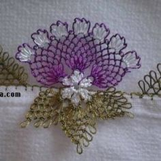inci-boncuklu-igne-oyasi-havlu-kenari-ornegi-yapilisi-modeli-11 Needle Lace, Bobbin Lace, Christen, Tatting, Elsa, Needlework, Christmas Wreaths, Diy And Crafts, Mandala