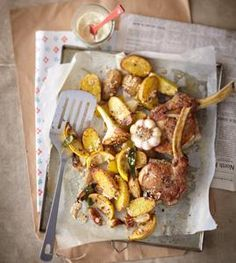 Rezept: Sesam-Kartoffelspalten mit Kräuter-Koteletts