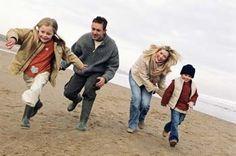 Gérer sa famille en vacances - Conseils pour passer de bonnes vacances en famille - Le secret: faire avec le caractère de chacun. Un seul mot d'ordre, diplomatie ! Belle-mère pénible et grand parents gâteux. Si on ne peut pas éviter les vacances en famille, tentons au moins de les tourner à notre avantage...
