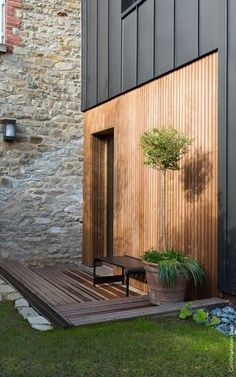 Facade cladding: 15 ideas to beautify your home - # . - Facade cladding: 15 ideas to beautify your home – # ideas - House Cladding, Timber Cladding, Exterior Cladding, House Facades, Facade Design, Exterior Design, Renovation Facade, House Extension Design, House Extensions
