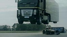 ギネス記録に挑むトラックの下をF1カーが命がけでくぐり抜けるムービー - GIGAZINE