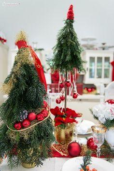 Weihnachten Styletable,     Weihnachtsdekoration, Weihnachtsdeko,  Weihnachtskränze, Weihnachtskerzen,  Tischdeko  Ideen, Tischdeko Weihnachte, Tischdekoration Weihnachten, Weihnachtstisch, Weinachten  Deko Ideen, Winterrezepte, festliches Geschirr,  funkelnder Weihnachtstisch, rote und weiße  Tischdeko, Weihnachtsdekoration rot, Christmas decoration, red decoration,  Christmas recipes ideas, Christmas wreath, table decoration christmas Decoration Christmas, Decoration Table, Christmas Tree, Christmas Ornaments, Holiday Decor, Dinner Table, Home Decor, Holiday Decorating, Holiday Tree